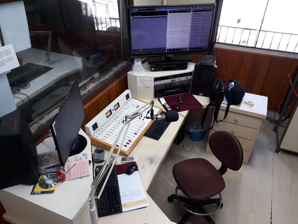 Cabina técnica de Radio Ysapy